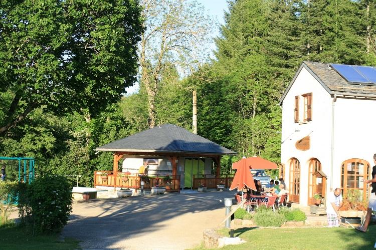 bar-sanitaires-camping-la-via-natura-la-cascade